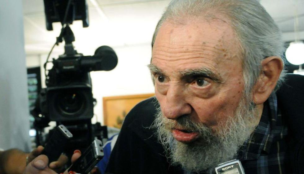 Fidel Castro votó ayer y charló con la prensa cubana. (Reuters)