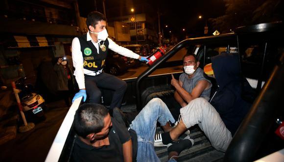 Policía captura a delincuentes que intentaron robar pollería durante el toque de queda en La Victoria (Fotos: Cesar Grados)