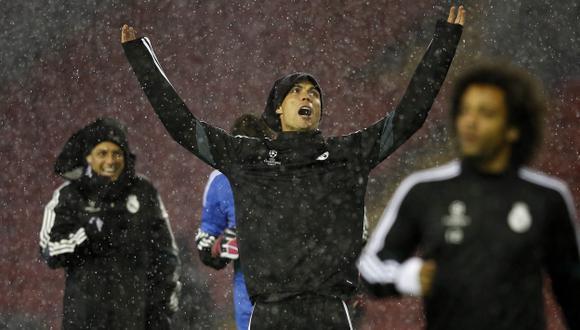 Cristiano Ronaldo durante entrenamiento bajo la lluvia en Anfield. (Reuters)