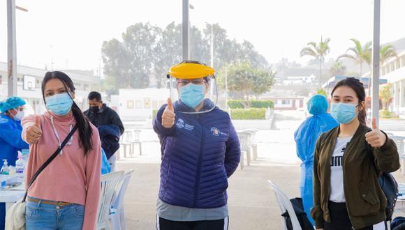 La supervisión de la vacunación a profesores que trabajan en zonas rurales estuvo a cargo de Kathey Pacheco, directora regional de salud del Callao. (Foto: Gobierno Regional del Callao)