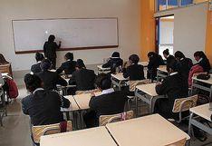 Colegios privados serán multados si obligan a padres a renunciar a devolución de la cuota de ingreso