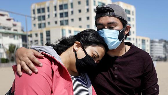 El uso de mascarilla se vuelve obligatorio en Los Ángeles. (AFP)