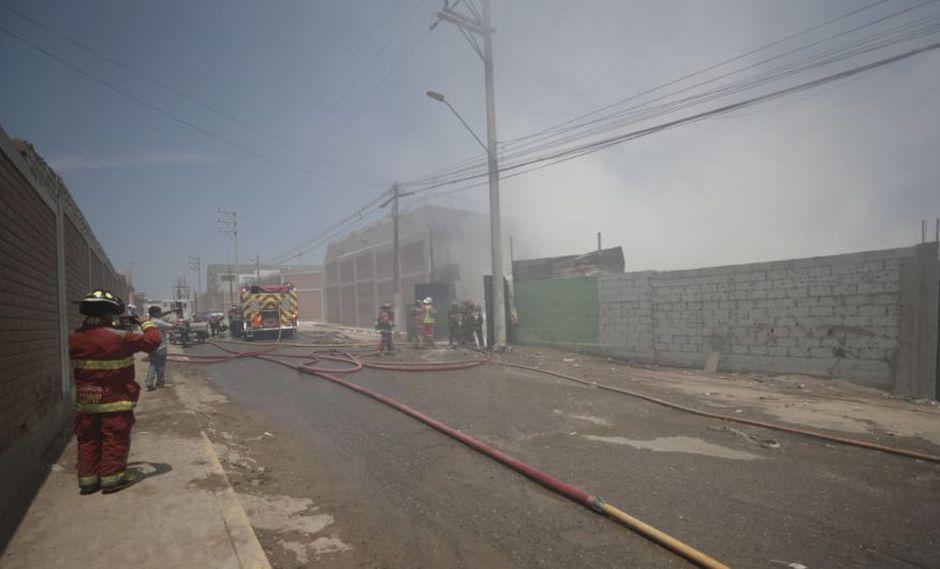 Los bomberos heridos están en el hospital Almenara. (Foto: Renzo Salazar / GEC)