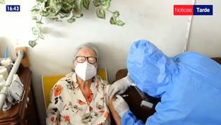 EsSalud acudirá a domicilio de asegurados que no puedan asistir a centros de vacunación