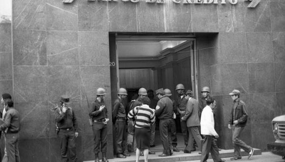 INTERVENCIÓN. En julio de 1987, pese a prometer que no lo haría, Alan García anunció la estatización de la banca y desplegó a la Policía. (ARCHIVO HISTÓRICO GEC)