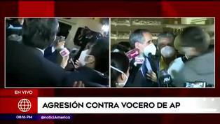 Congresista Ricardo Burga recibe puñetazo en el rostro en plena entrevista | VIDEO