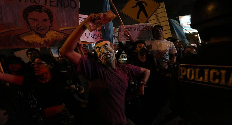 Estudiantes lamentan la falta de transparencia en la gestión edil. (Perú 21/ Anthony Niño de Guzmán)
