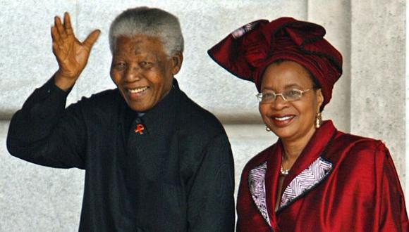 Nelson Mandela y Graca Machel en una foto del 2010. (AFP)