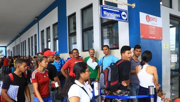 Desde esta semana se observan largas colas de migrantes venezolanos apostados en el Centro Binacional de Atención Fronteriza (Cebaf). (Foto: GEC)