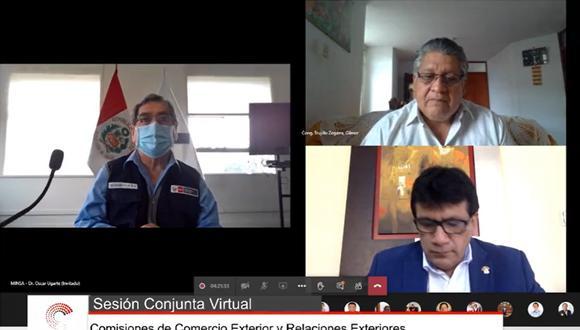 Sesión conjunta rinde minuto de silencio tras fallecimiento de Hipólito Chaiña. (Foto: Difusión)