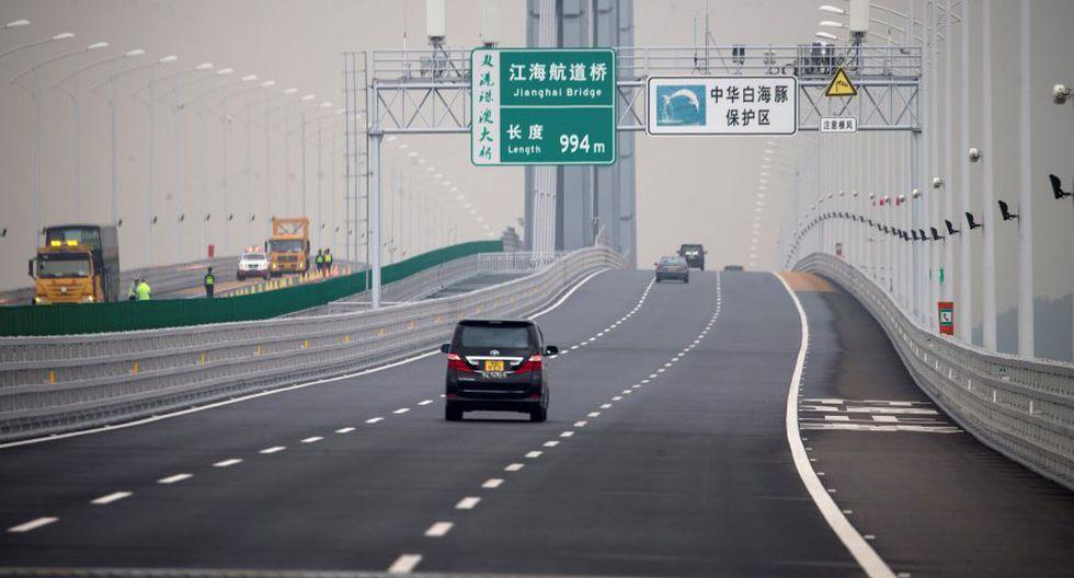 Las autoridades aplican restricciones al tráfico de vehículos privados, por lo que solo los que han obtenido licencia han podido empezar a circular. (Foto: EFE)