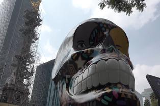 """""""Mexicráneos"""" se exhibe en las calles de México"""