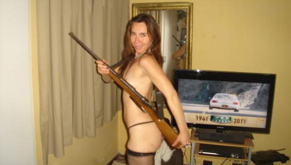DE TEMER. Haydee Andrade Ríos es acusada por su expareja Edwin Montgomery de robarle armas de corto y largo alcance. (Difusión)