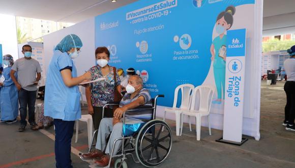La Municipalidad de San Borja ha dispuesto una serie de acciones para facilitar la vacunación contra el COVID-19 de los adultos mayores. (Foto: Municipio de San Borja)