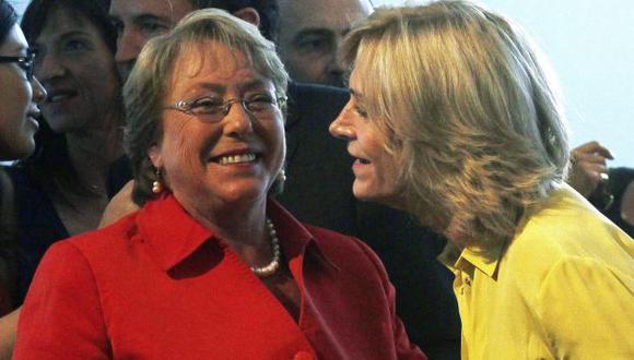 Michelle Bachelet y Evelyn Matthei en nuevo debate radial. (AP)