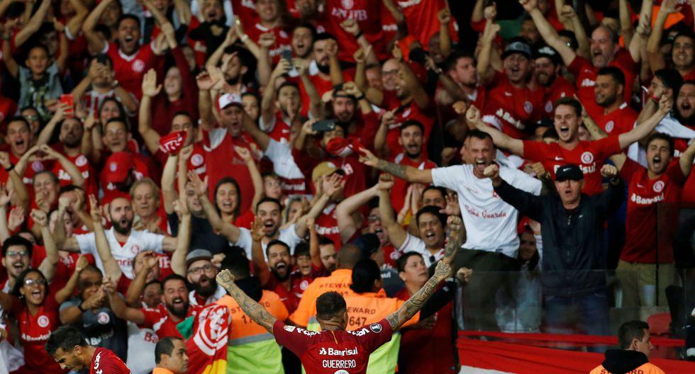 Con doblete de Paolo Guerrero, Internacional ganó 3-2 a Palestino por Copa Libertadores. (Reuters)