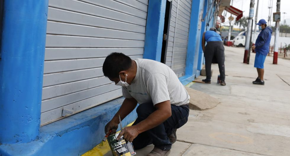 Los comerciantes realizaron limpieza, pintado de círculos en el exterior del centro de abastatos e implementaron otras medidas. (Foto: Diana Marcelo/GEC)