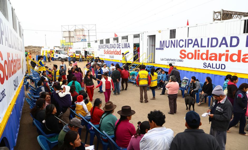 Jorge Muñoz anuncia que médicos involucrados en denuncia fueron separados. (Foto: Andina)