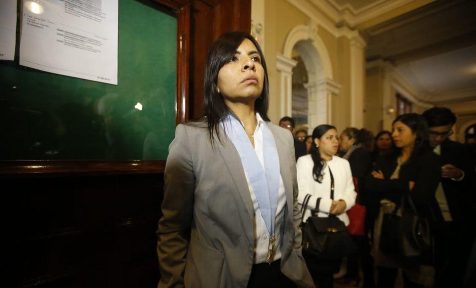 Giulliana Loza acudió a la audiencia que se había programado para las 9 a.m. en el Palacio de Justicia. (Foto: Mario Zapata / El Comercio)