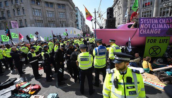 Una de las peculiaridades de la manifestación, según la policía metropolitana de Londres, es que estos activistas no temen ser arrestados. (Foto: EFE)