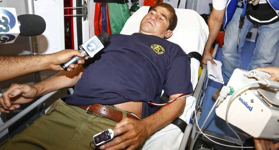 Posteriormente Alvarenga fue llevado al Hospital San Rafael, donde se le realizarán diversos exámenes y estará internado las siguientes 48 horas. (AP)
