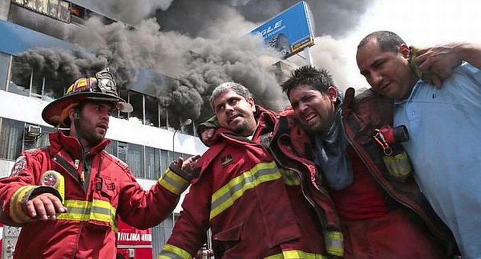 Bombero resultó herido en incendio de La Victoria. (Andina)