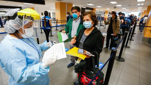 Gremios proponen que los vuelos hacia y desde Brasil se abran con algunas restricciones adicionales, como cuarentena obligatoria de seis días tomándose una prueba molecular al sexto día. (Foto: AFP)