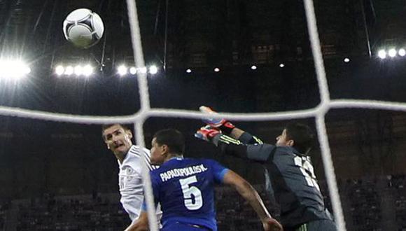 Miroslav pone el tercero de cabeza. (Reuters)