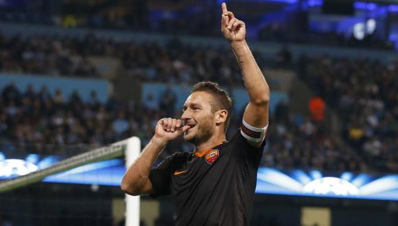 Francesco Totti, el jugador más veterano en marcar en la Champions League. (Reuters)