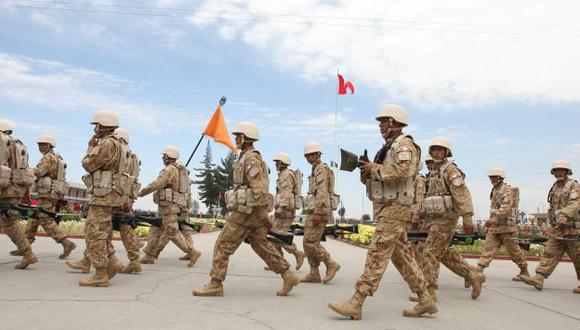 PARADÓJICO. Pese al crecimiento económico, no se puede incrementar la 'propina' a los soldados. (Heiner Aparicio)