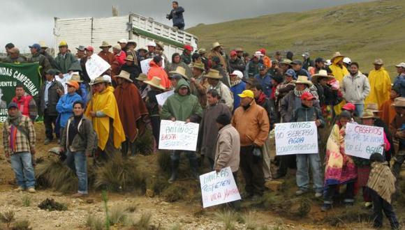 Pobladores bloquearon vía. (Mari Liss Nuñez)