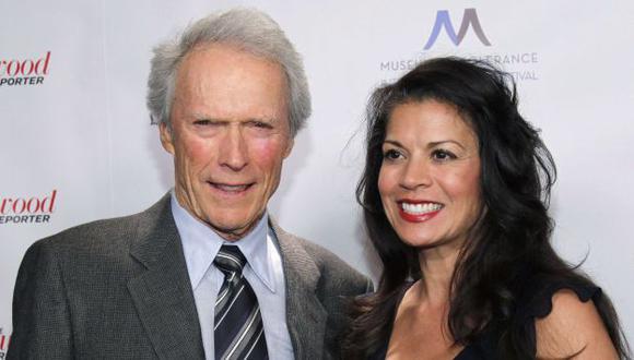 Clint Eastwood y Dina Ruiz, cuando todo era felicidad. (Reuters)
