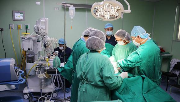 Chimbote: Médicos extirpan tres grandes tumores a dos mujeres y les salvan la vida (Foto referencial)