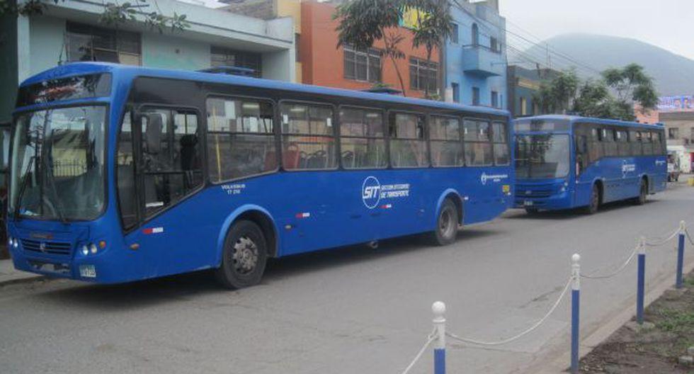 Buses del Corredor Azul se estacionan en las cuadras 1 y 2 de la avenida Amancaes. (César Takeuchi)
