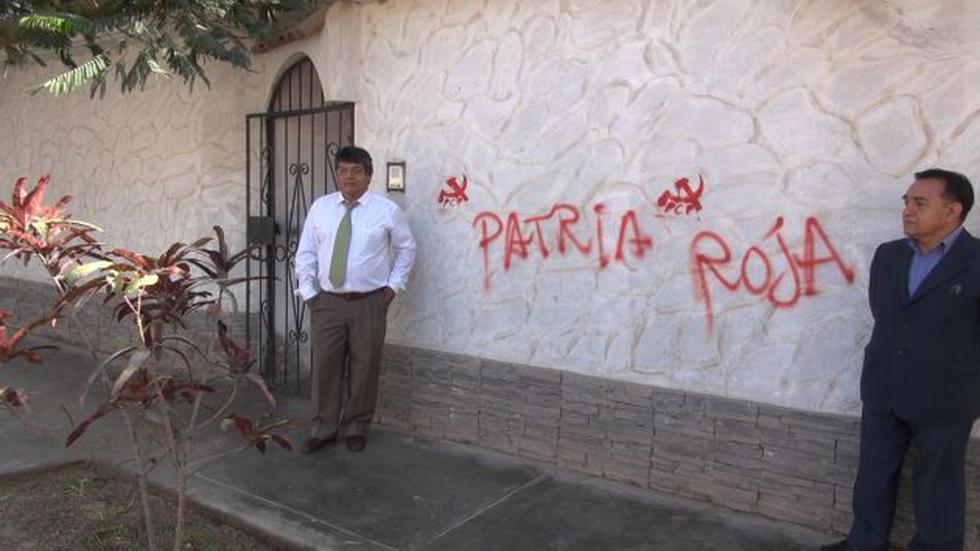 Predio del vicerrector académico, Bernardo Nieto, amaneció con pintas de la hoz y el martillo. (Jorge Vásquez/Trome)