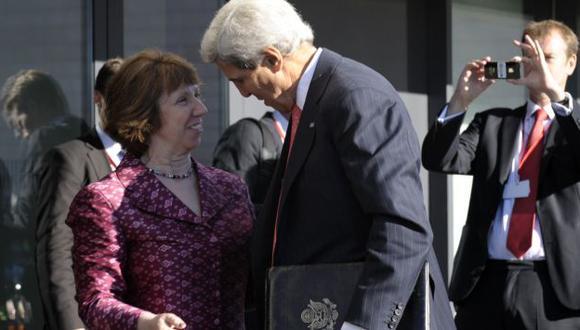 John Kerry junto a Catherine Ashton. (AP)