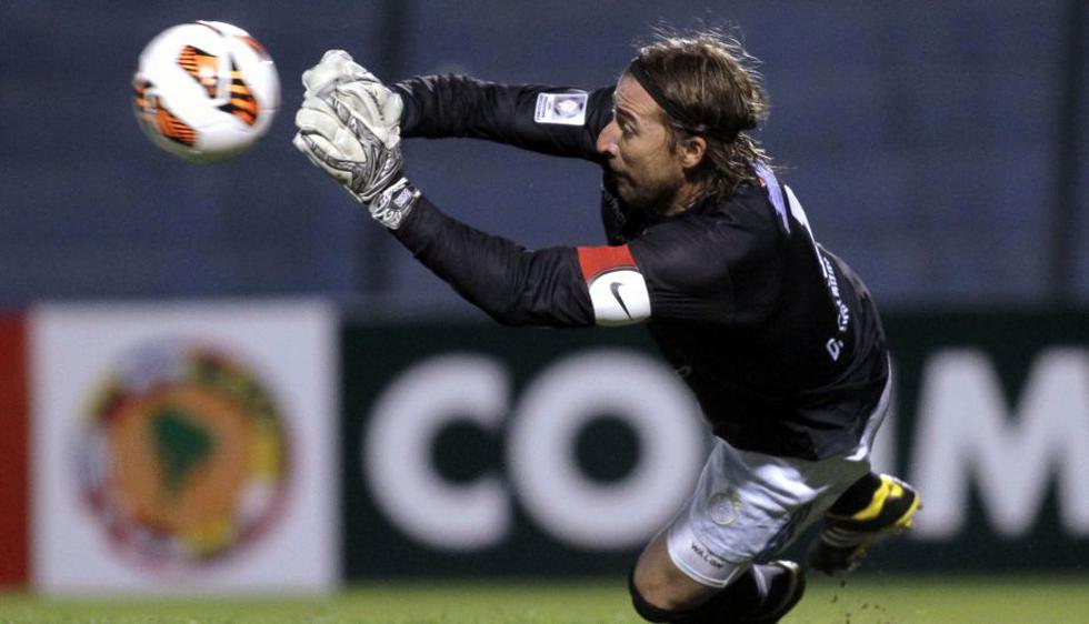 El arquero Diego Carranza fue elegido por su gran actuación en el choque de vuelta ante Nacional. (Reuters)