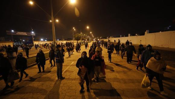 Unos 500 agentes se ubicaron en la avenida 28 de Julio para intervenir ante cualquier incidente durante el traslado de los ambulantes de La Parada. (Foto :César Bueno /@photo.gec)