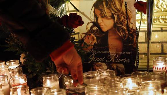 La cantante falleció el domingo cuando su avión se precipitó desde 28,000 pies de altura. (AP)