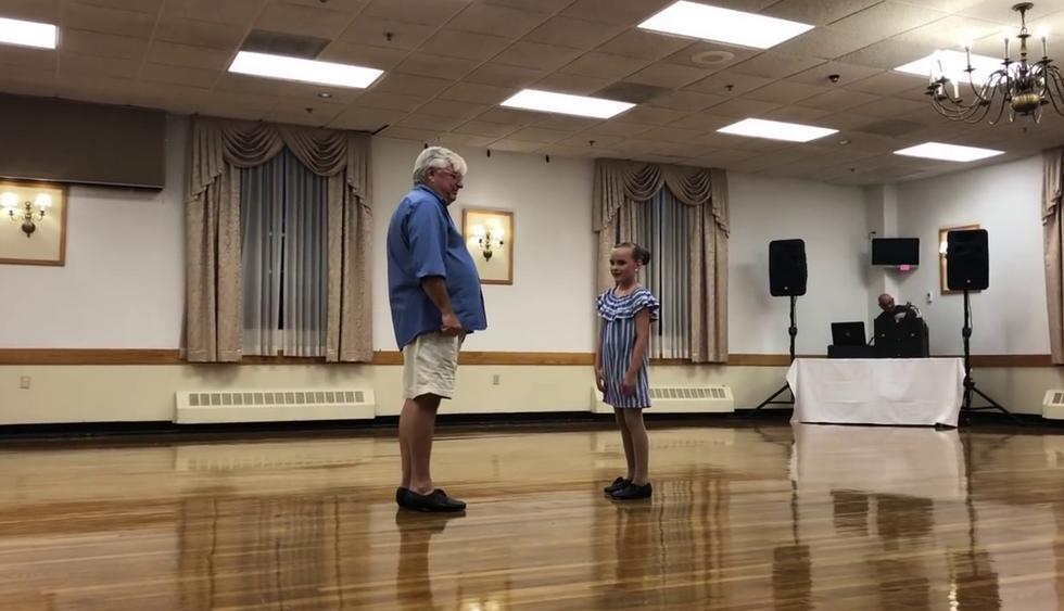 Niña de 10 años y su abuelo de 72 conquistaron los corazones de todos con su amor por el baile. (Crédito: Jaime Casey Jones en YouTube)
