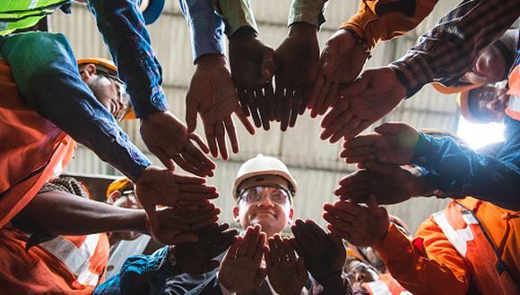 """""""El identificar los peligros y riesgos de los trabajadores, y tomar medidas de control que permitan asegurar un lugar de empleo seguro dejó de ser tarea de un área específica"""", dijo Luisa Carrión gerente de QHSE de Grupo Átomo. (Foto: Getty Images)"""