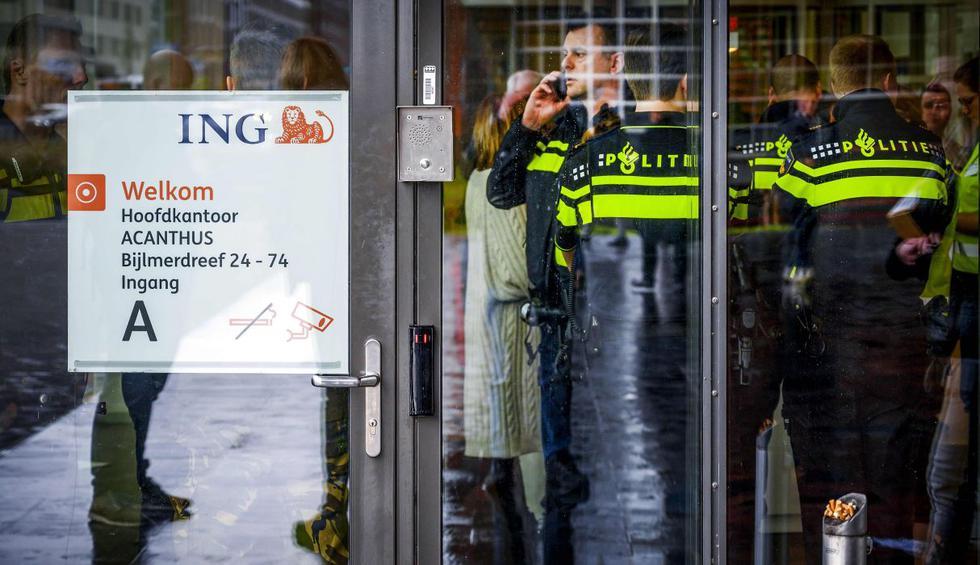Un paquete bomba enviado a la oficina central del banco ING en Amsterdam en Holanda estalló este jueves en el interior del edificio y causó un herido por inhalación de humo. (AFP).