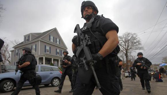 Gran operativo. Más de 9 mil policías buscaron casa por casa a chechenos sospechosos de atentados en maratón de Boston. (Reuters