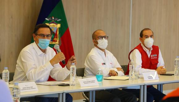 Martín Vizcarra junto a los ministros Víctor Zamora y Walter Martos   Foto: Presidencia Perú
