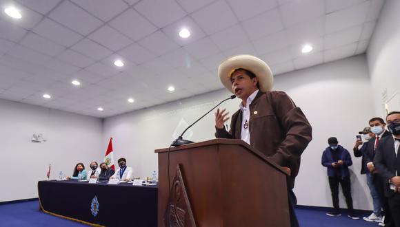 Pedro Castillo evitó hablar con la prensa (GEC).