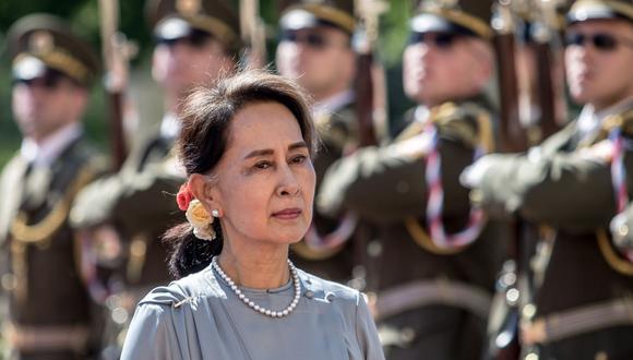 La política detenida por los militares, Aung San Suu Kyi, es todavía muy venerada por una mayoría de birmanos. (EFE/EPA/MARTIN DIVISEK)