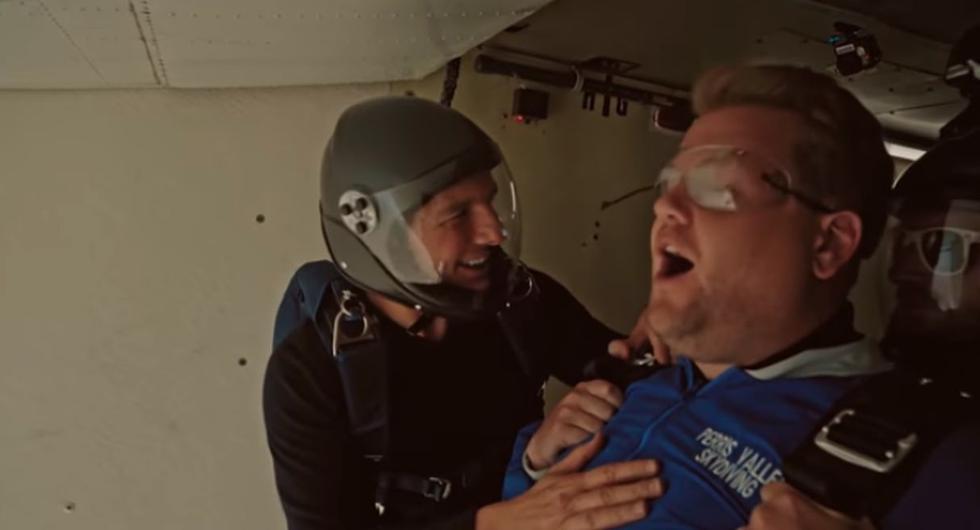El actor retó a James Corden a lanzarse desde 15 mil pies de altura. (Créditos: Captura)