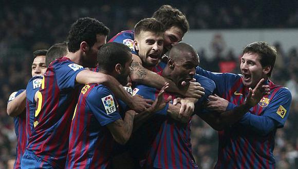 Alves y Abidal bailan 'Ai se eu te pego' tras el 2-1. La vuelta se jugará el miércoles. (Reuters)