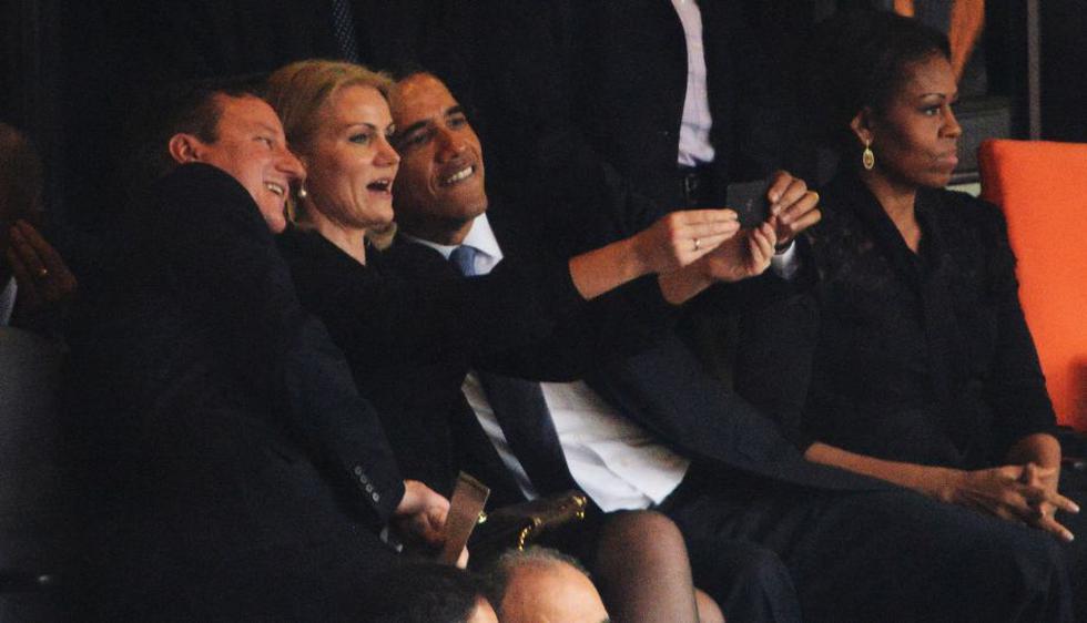 El emotivo discurso del presidente de EEUU, Barack Obama, ayer durante la ceremonia en homenaje a Nelson Mandela, fue eclipsado en redes sociales por selfie de él con la primera ministra danesa Helle Thorning-Schmidt y David Cameron. (AFP)