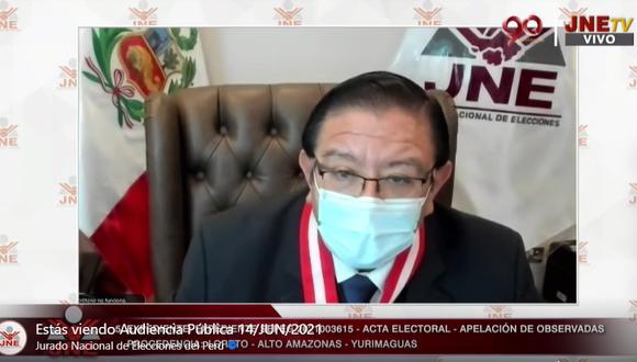 El presidente del JNE Jorge Luis Salas Arenas dejó al voto los 10 expedientes. (JNETV).